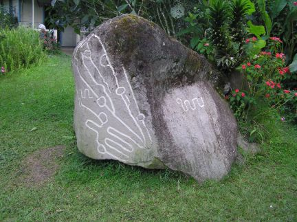 Similar but smaller rock at Sitio Barriles