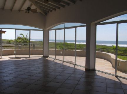 wide and spacious screened patio