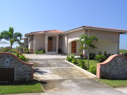Exterior view of home Eo4