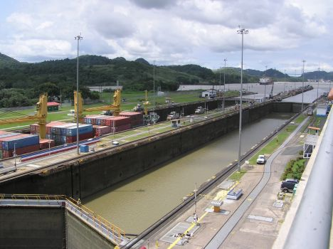 Miraflores lock looking north