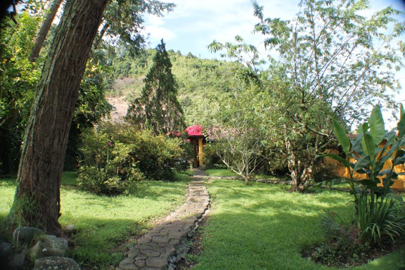 Mountain Tranquility Garden Home In The Shangri La Valley