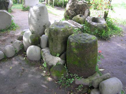 Sitio Barriles, 15 inch diameter stone barrels