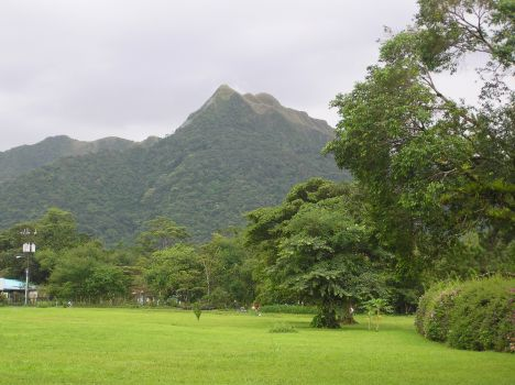 El Valle green meadows and towering hills